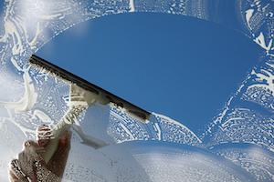 Abzieher zum Fenster putzen